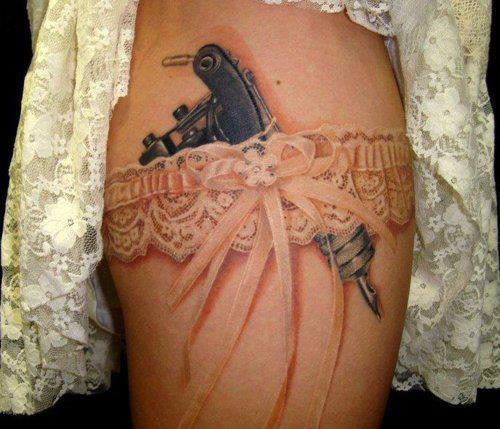 strumpfband tattoo erfahrungen und meinungen gesucht tattoo. Black Bedroom Furniture Sets. Home Design Ideas