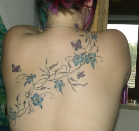 blumenranke mit 4 Schmetterlingen