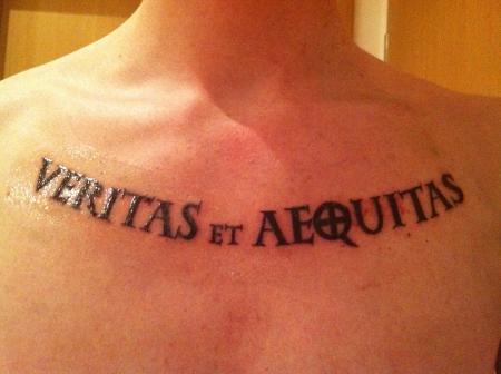 Drakoon veritas et aequitas schriftzug tattoos von for Veritas aequitas tattoos