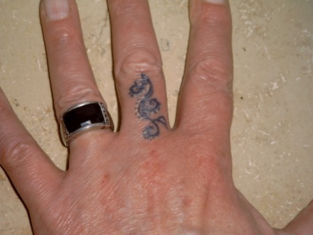 beste hand tattoos tattoo lass deine tattoos bewerten. Black Bedroom Furniture Sets. Home Design Ideas