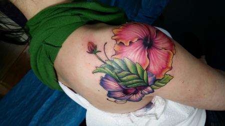 hibiskus-Tattoo: Cover up - Hibiskus