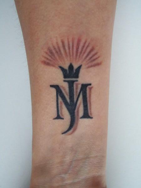 Tattoo überarbeietet und erweitert