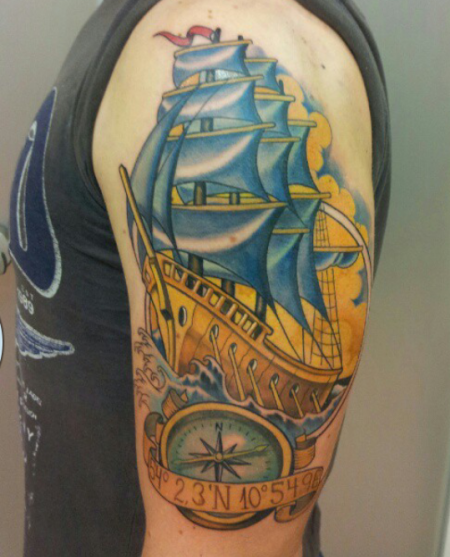 kompass-Tattoo: Schiff  mit Kompass