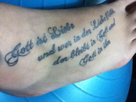 Einhorn008: Gott ist Liebe | Tattoos von Tattoo Bewertung.de