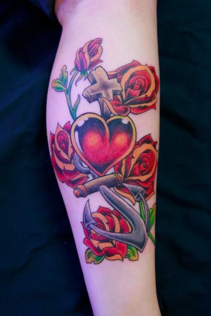 old School-Tattoo: Glaube, Liebe, Hoffnung