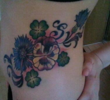 diebrini kornblume klee stiefm tterchen tattoos von tattoo. Black Bedroom Furniture Sets. Home Design Ideas