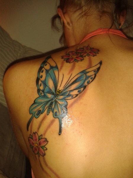 Schmetterling-Tattoo: Schmetterling & Kirschblüten