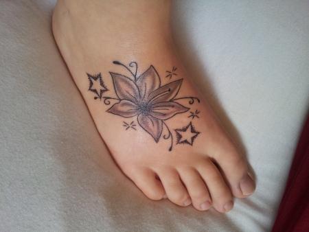 suchergebnisse f r 39 lilie 39 tattoos tattoo. Black Bedroom Furniture Sets. Home Design Ideas