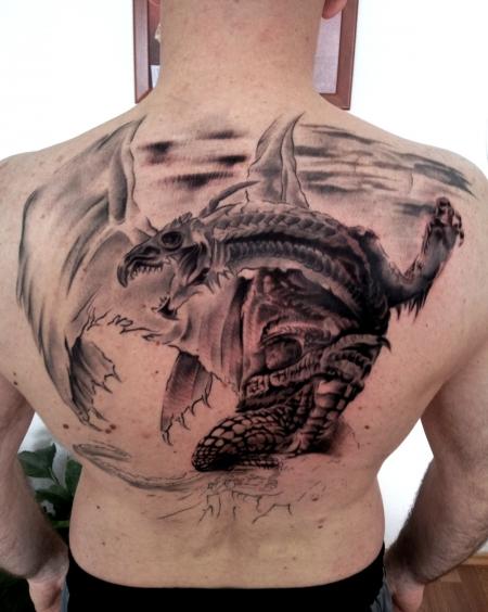lilien-Tattoo: drachentier