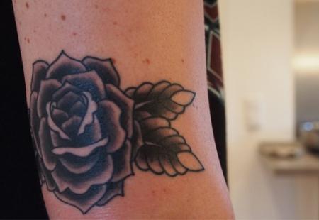 betrazivis einfache oldschool rose tattoos von tattoo. Black Bedroom Furniture Sets. Home Design Ideas