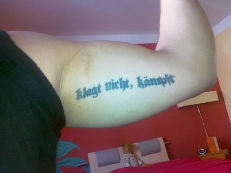 Klagt nicht kämpft tattoo
