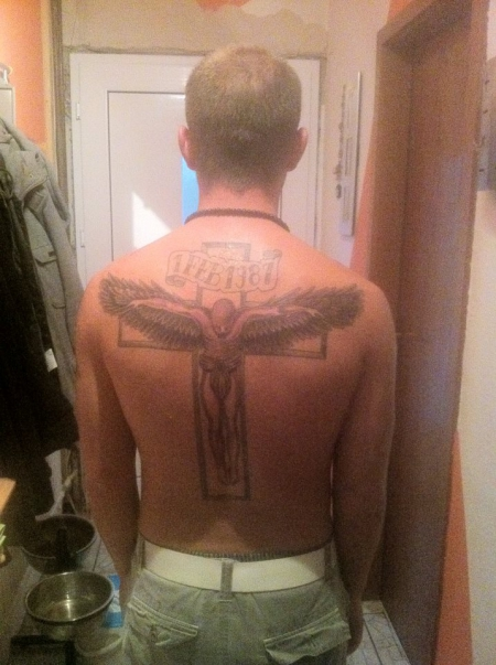 Engel am Kreuz
