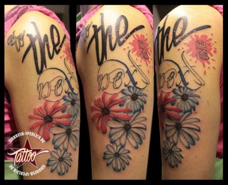 Fertiges Blumen Tattoo mit dem Schriftzug