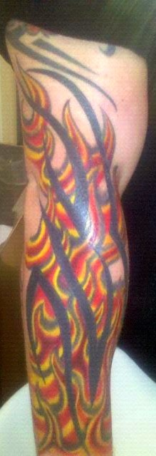 Tribal mit Flammen