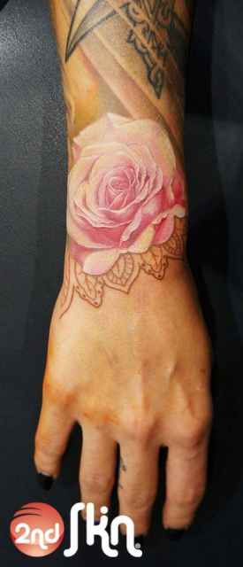 Handgelenk-Tattoo: Rose