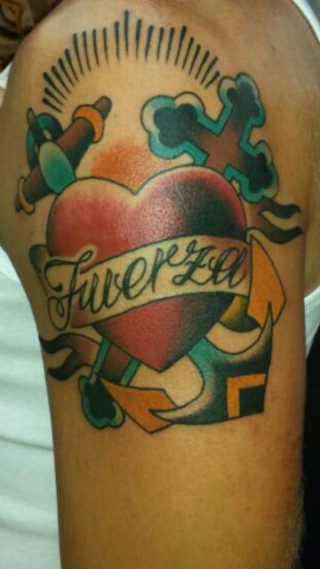 Anker mit Herz und Kreuz