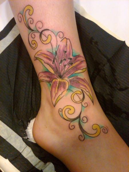 blumenranke-Tattoo: bunte Blumenranke :)
