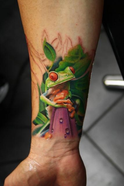 frosch-Tattoo: Frosch, in Progress, tätowiert von Tibi, Tempel München