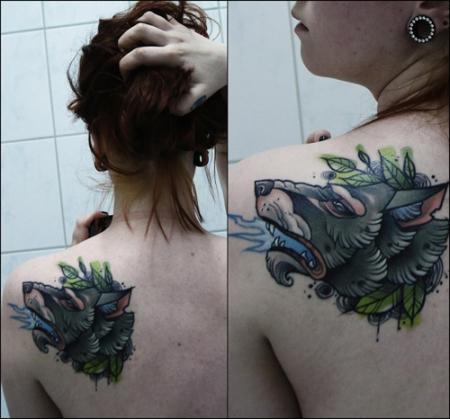 sonne-Tattoo: Wolf