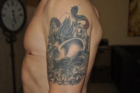 atos koch herzschmerz schwarz wei tattoos von tattoo. Black Bedroom Furniture Sets. Home Design Ideas