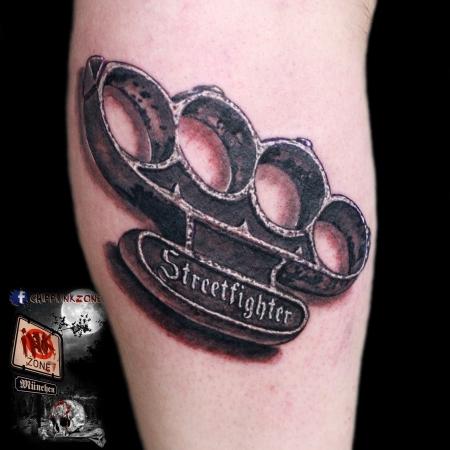 schlagring-Tattoo: biker tattoo