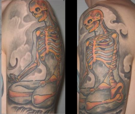 Meditierendes Skelett