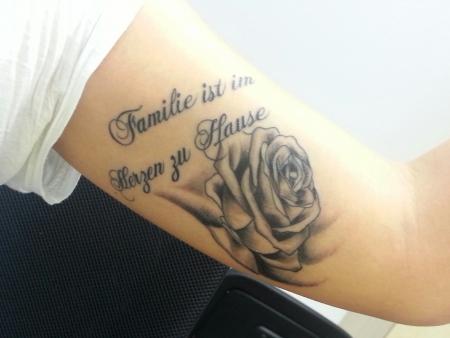 familie-Tattoo: Familie ist im Herzen zu Hause ♡
