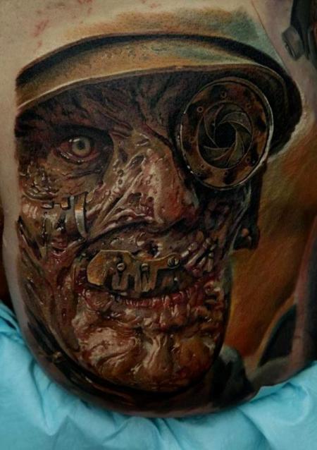 Tattoo am becken