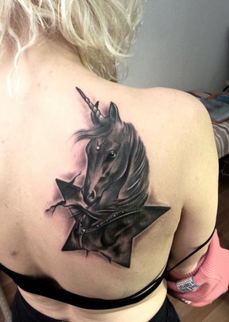 sternzeichen-Tattoo: Stern-zeichen Einhorn