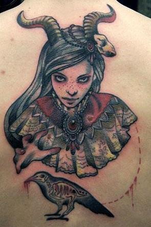 kirschblüte-Tattoo: Gehörnte