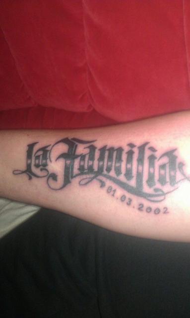 Tattoos Zum Stichwort La Familia Tattoo Bewertungde Lass Deine