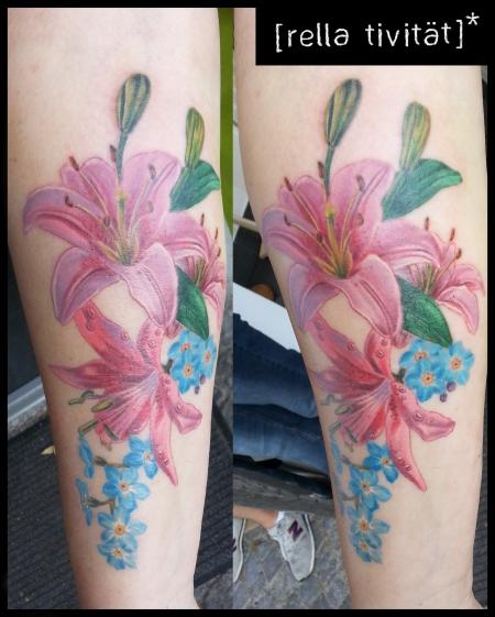 Blumen-Tattoo: Lilien und Vergissmeinicht
