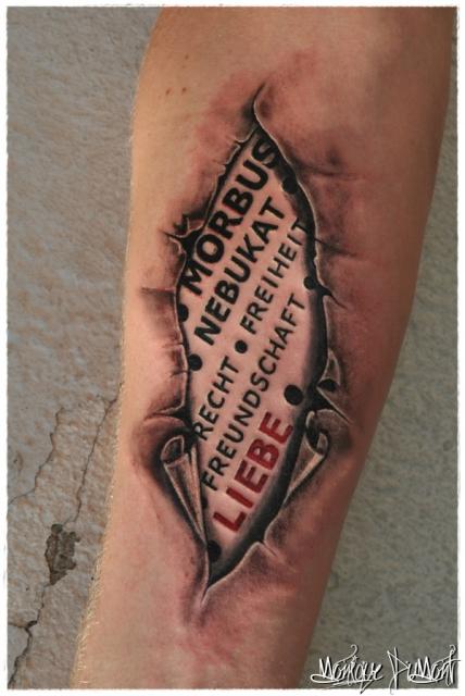 Beste Text und Schrift Tattoos | Tattoo-Bewertung.de