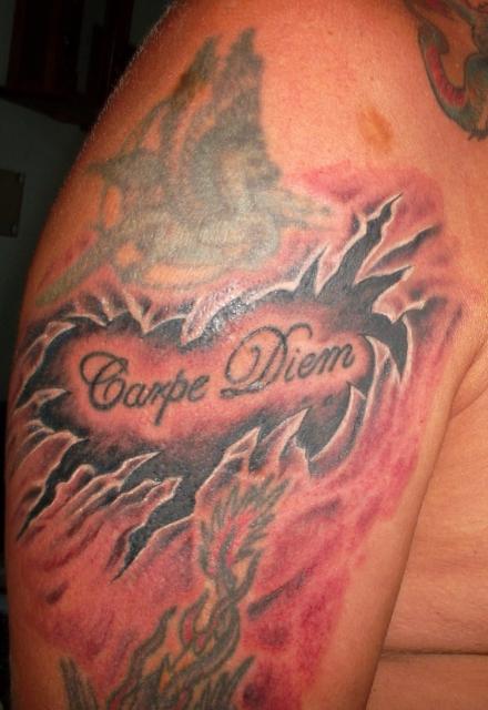 carpe diem-Tattoo: Carpe Diem zweiter Teil ...von Auge Tattoos Frankfurt ... Artist Hammer