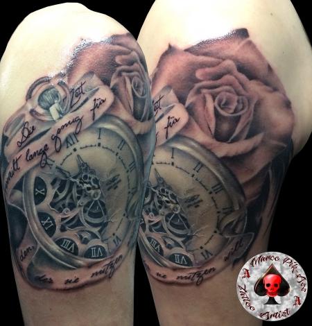 schrift-Tattoo: Uhrwerk, Uhr