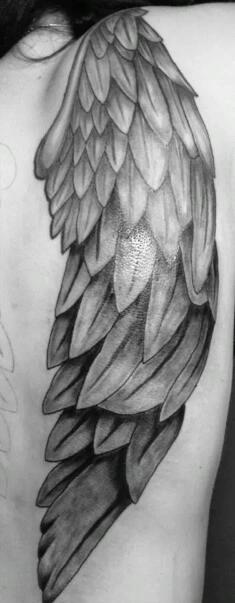 engelsflügel-Tattoo: Engelsflügel Tattoo, erste Hälfte ist geschaft