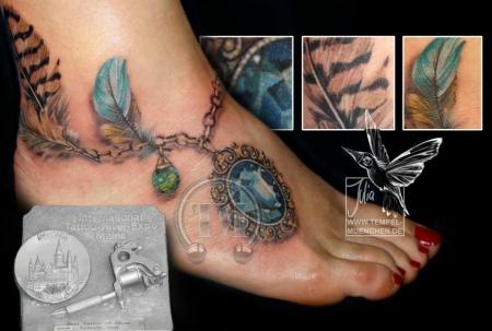 Fußkette / Amulett, tätowiert von Julia Tempel