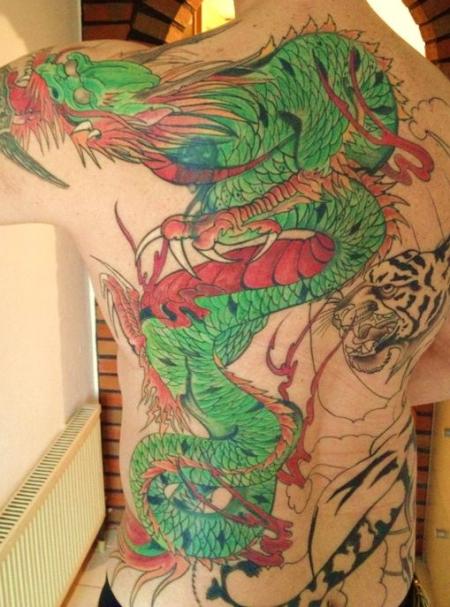 odol69 drache auf r cken schulter tattoos von tattoo. Black Bedroom Furniture Sets. Home Design Ideas