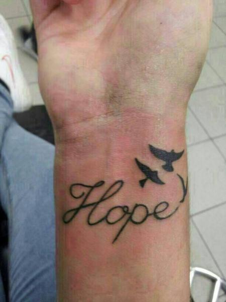 Inae Hope Handgelenk Tattoos Von Tattoo Bewertungde
