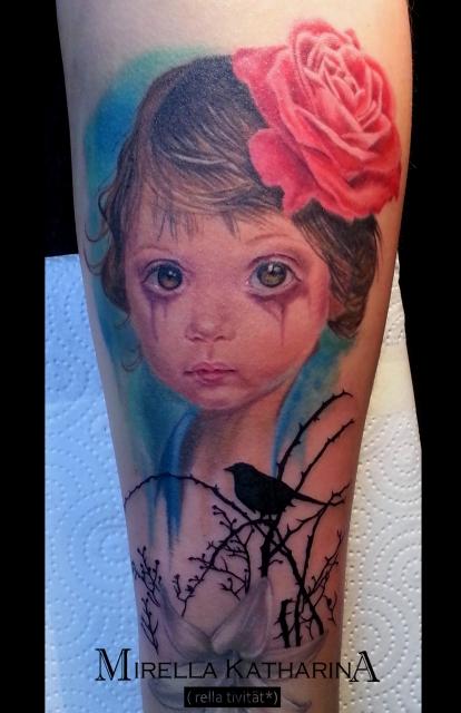 mädchen-Tattoo: trauriges Mädchen und Silhouette