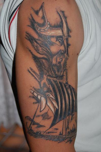 beste keltische tattoos tattoo lass deine tattoos bewerten. Black Bedroom Furniture Sets. Home Design Ideas