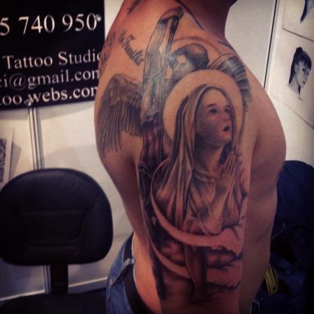 erzengel-Tattoo: Erzengel Michael und die Heilige Maria