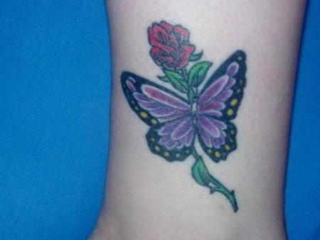 Schmetterling mit Rose