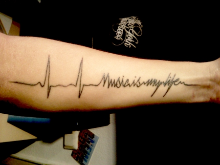 "Mein erstes Tattoo ""Music is my life"""