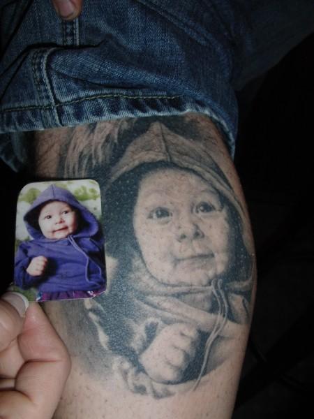 Portrait vom Baby und Jugendlichen (gleiche person)