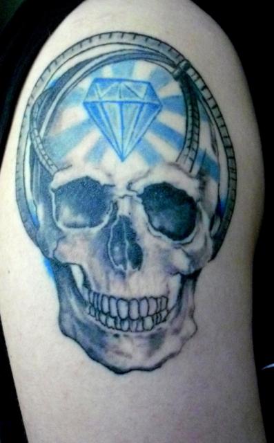 Schädel mit Diamant und Armillarsphäre
