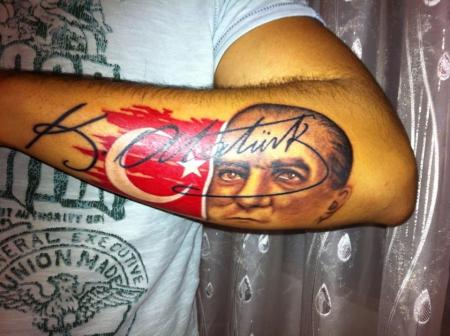 Chali888: Kemal Atatürk   Tattoos von Tattoo-Bewertung.de