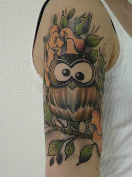 sonne-Tattoo: Eule