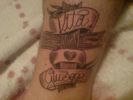 flavis35 ich liebe meine eltern und bin stolz auf sie kreuz tattoos von tattoo. Black Bedroom Furniture Sets. Home Design Ideas