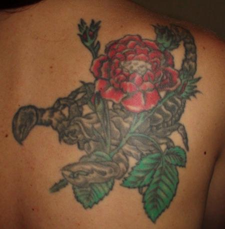 Skorpion mit Rosen